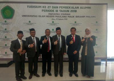 Memberikan pembekalan Yudisium Fakultas sariah UIN maulana Malik Ibrahim Malang - Foto Bersama